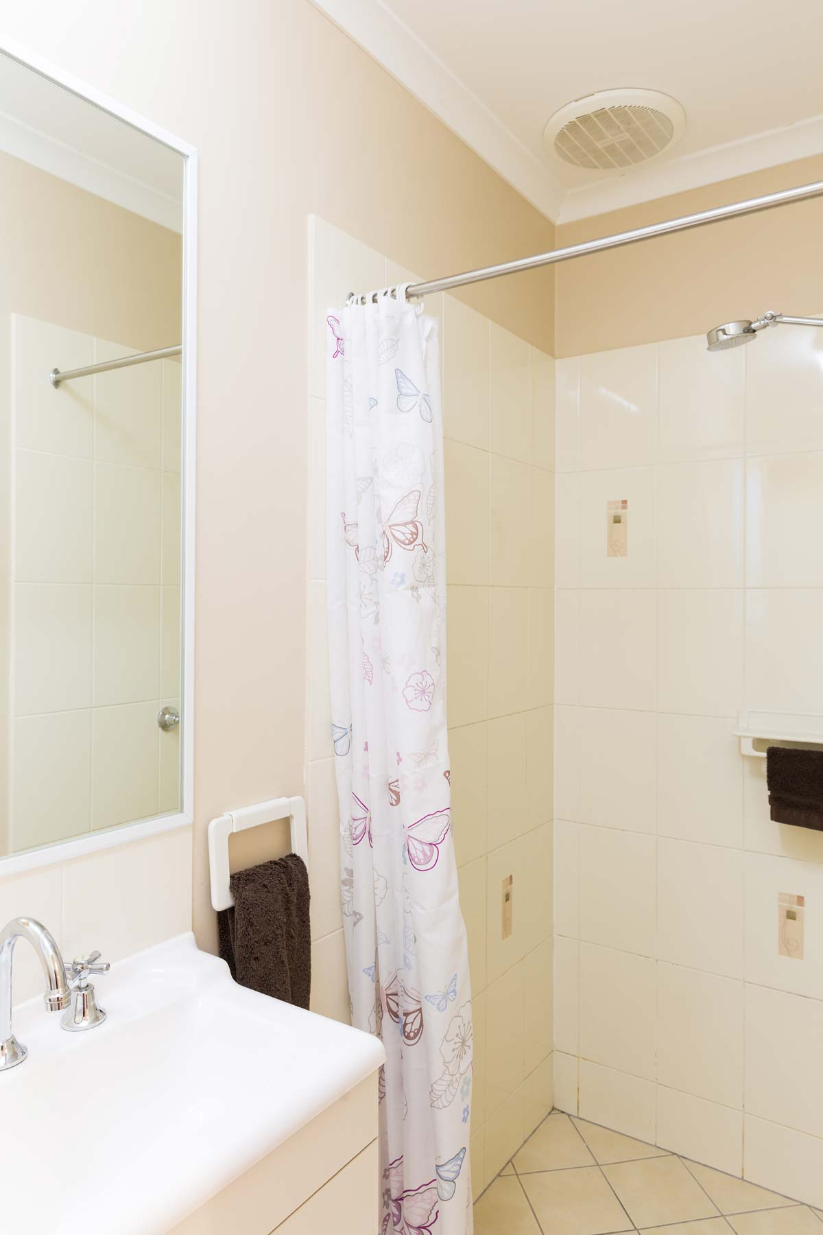 greenacres capalaba caravan park villa bathroom shower